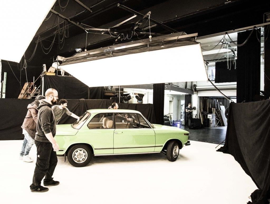 Kulisse mit BMW in der Hohlkehle der Westside Studios